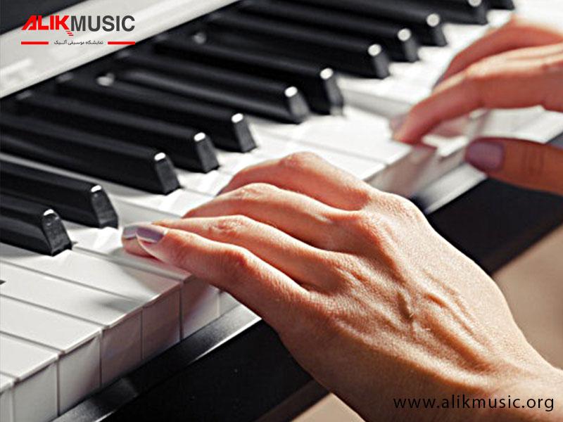 عملکرد پیانو دیجیتال آکوستیک