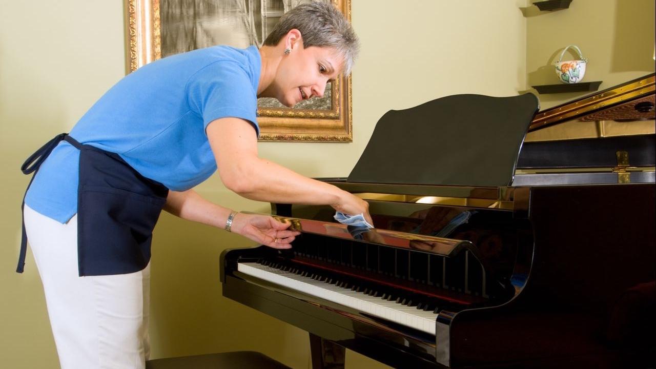 غبار زدایی و تمیز نگه داشتین پیانو آکوستیک