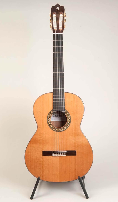 گیتار کلاسیک الحمرا مدل